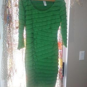 Max Studio Green Tiered 3/4 sleeve dress